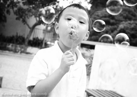 bubbles1-bw